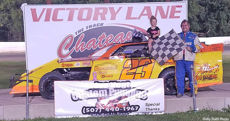 Darwin Karau won the USRA Modified feature.
